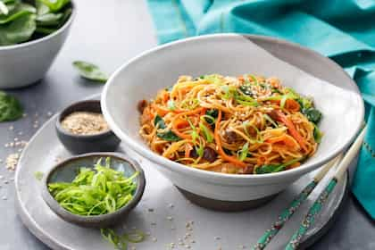 Tips For Cooking Chow Mein: How To Make Chinese Stir-Fried Noodles?