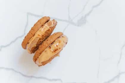 Here's How To Chin Up And Make These Oatmeal Cream Pies