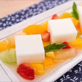 Almond Jelly Cubes & Fruit Salad